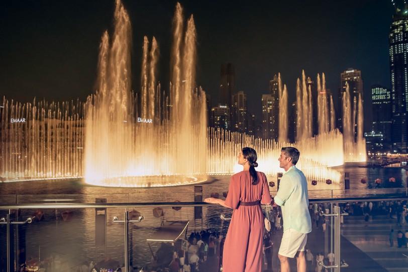 couple iconic burj khalifa hr.jpg