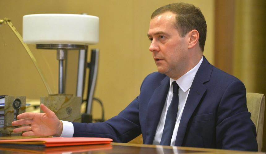 Медведев утвердил стратегию защиты прав потребителей в туризме