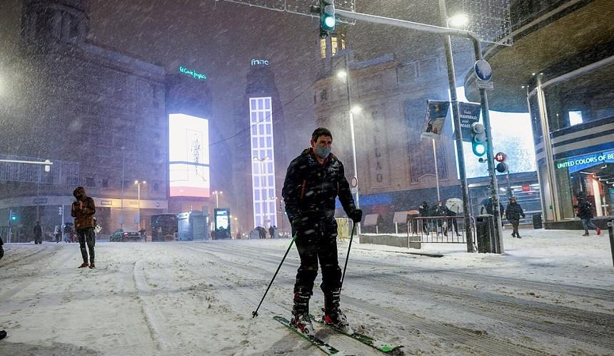 Погодная аномалия превратила Мадрид в лыжный курорт