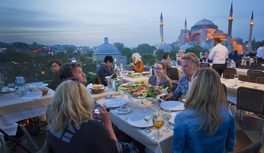 В Турции объяснили что комендантский час не действует для туристов