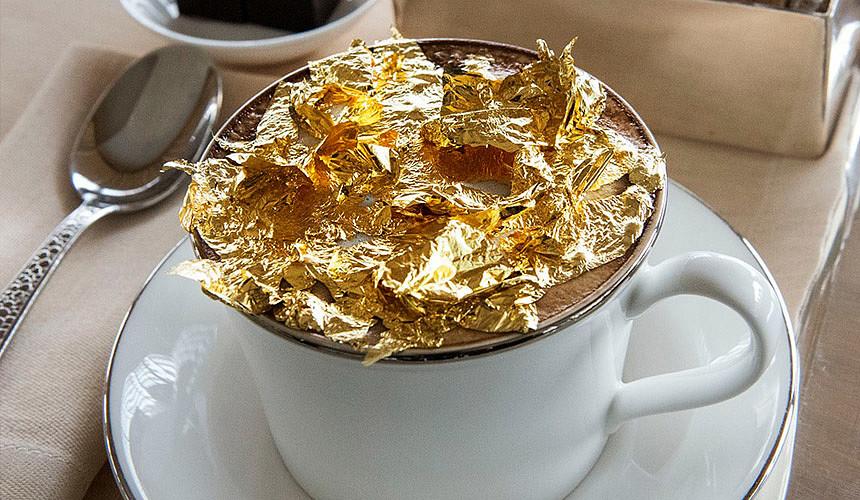 В Дубае туристов напоят кофе с 24-каратным золотом