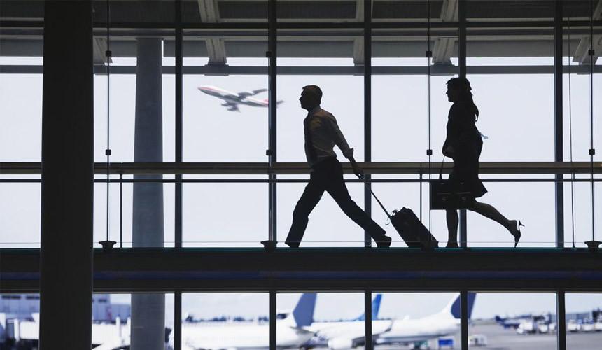 Провожающим в аэропортах предлагают самим стать пассажирами