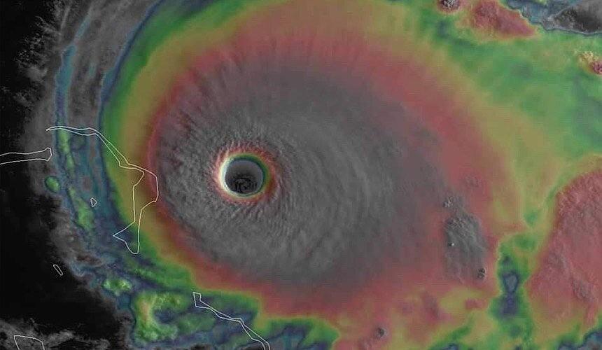 Круизные компании корректируют маршруты лайнеров из-за урагана «Дориан»