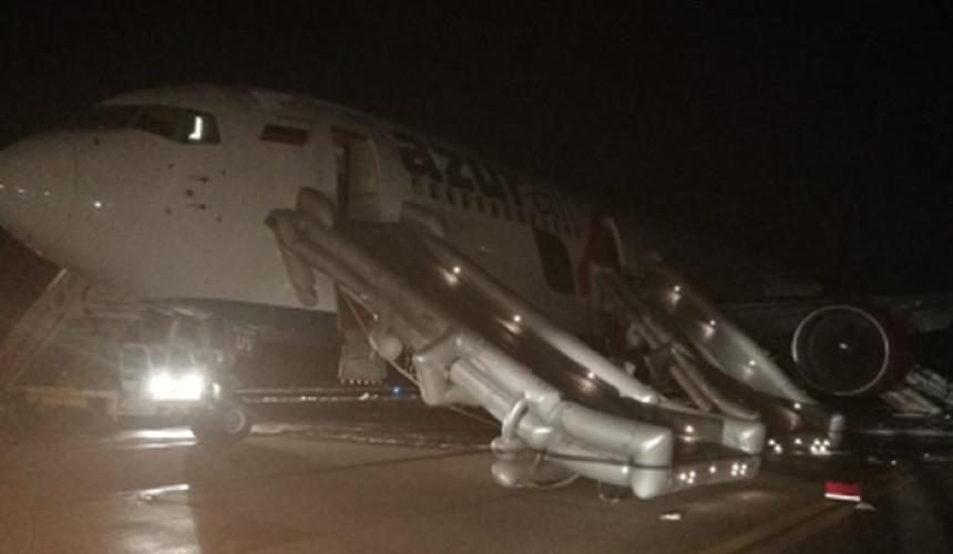 При посадке вБарнауле упассажирского Boeing загорелась стойка шасси. Есть пострадавшие
