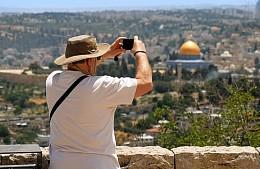 Израиль пустит на курорты Мертвого моря только привитых туристов