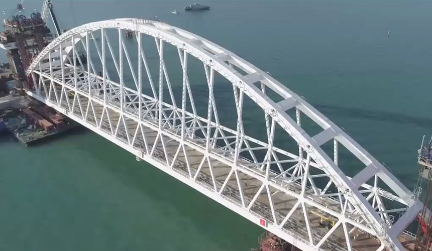 Крымский мост могут открыть к началу туристического сезона