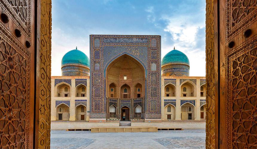 В Узбекистане ввели единую визу для иностранных туристов