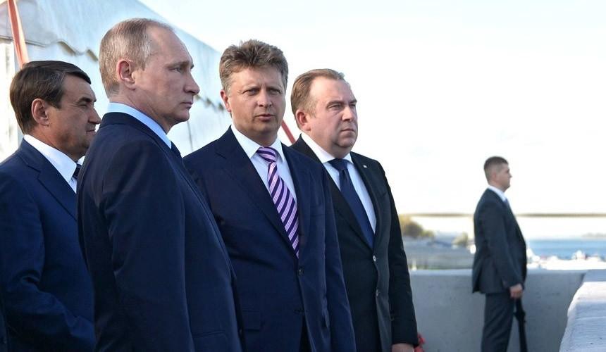 Владимир Путин взял с собой в Египет главу Минтранса Максима Соколова