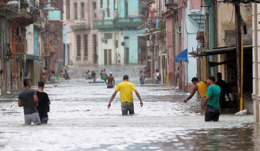 «Ирма» бушует на Кубе: одни отели переполнены, другие – закрыты