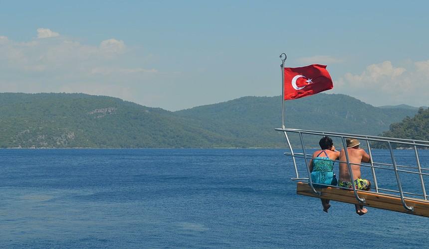 Посол Турции в РФ опроверг новости о закрытии туристического сезона