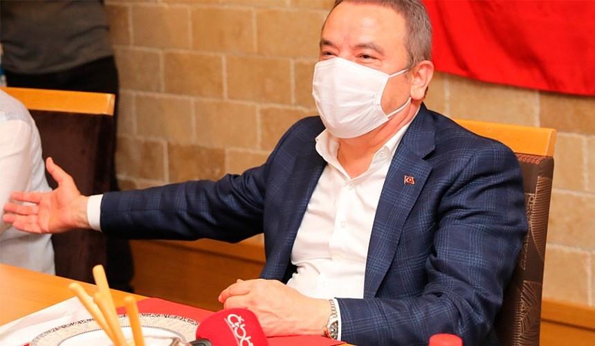 Мэр Антальи заразился коронавирусом
