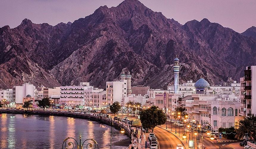 Оман с 1 сентября принимает вакцинированных иностранных туристов