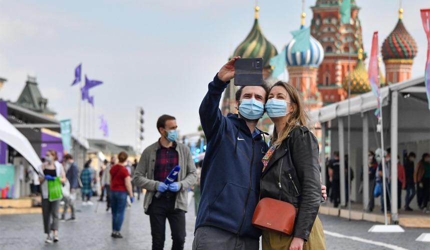 """Иностранным туристам в Москве потребуется ПЦР-тест чтобы зайти в """"Макдоналдс"""""""