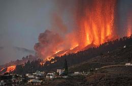 На Канарах из-за извержения вулкана эвакуируют туристов