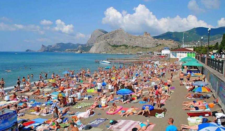 На отдых в Крым едут охотнее, чем в прошлом году