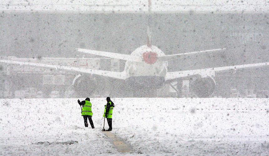 Các sân bay Moscow hoãn nhiều chuyến bay do bão tuyết