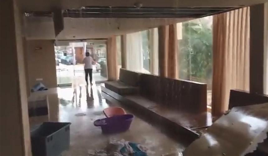 Из-за сильных дождей в Эйлате обрушилась крыша отеля