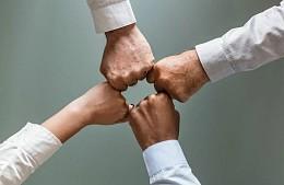 Партнеры не могут вернуть деньги от «Музенидис Трэвел» даже по дружбе
