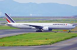 Самолет авиакомпании Air France вернулся в аэропорт после возгорания в салоне