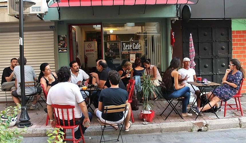 В Турции в ресторанах начали давать бесплатно еду вакцинированным посетителям