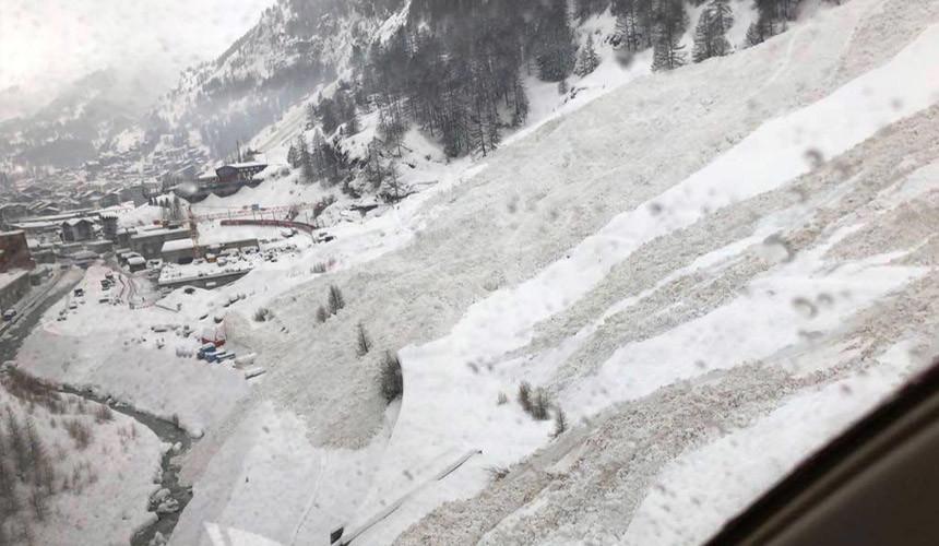 Тринадцать тыс. туристов застряли вШвейцарии из-за угрозы схода лавины