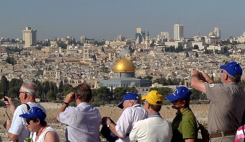 Израиль готовится принимать вакцинированных «Спутником V» туристов