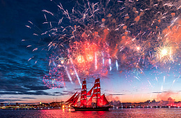 Санкт-Петербург напомнил о себе туристам «Алыми парусами»
