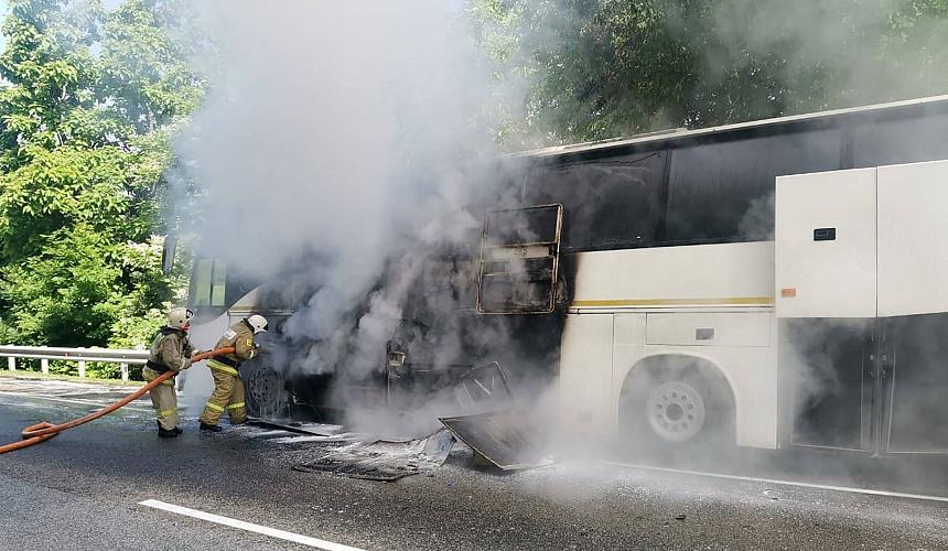 На Кубани загорелся автобус с детьми из оздоровительного лагеря